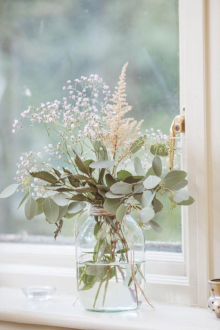 #Weiß und #Grün # Blumenarrangement mit #Glas. F…