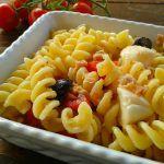 Pasta fredda con pomodorini e mozzarella