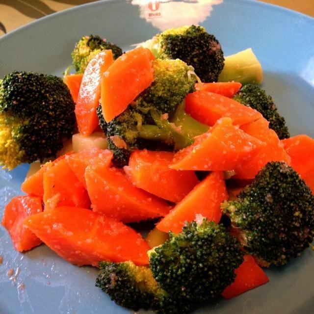 好きな野菜を茹でて、市販のパスタソースをかけるだけの簡単温野菜サラダです♪ - 150件のもぐもぐ - 温野菜の明太子ソースサラダ by 1125shino