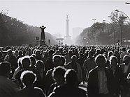 Barbara Klemm, am Tag der deutschen Vereinigung 3. Oktober 1990 auf der Straße des 17. Juni