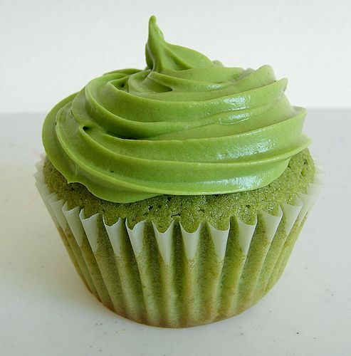 Green Tea Cupcakes  - is it wrong that I only want to make these because of the color?  I can lay them out to form Yoda!