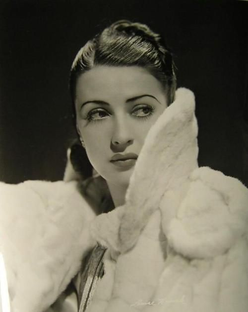 Gypsy Rose Lee makes a guest appearance in my historical fiction novel: UNHOLY ALLIANCE. Love her lips and eyes! Gypsy Rose Lee    http://belasatrizesdomundo.blogspot.com