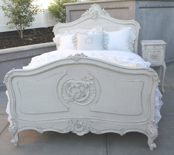 How gorgeous would this bed be in an unexpected and lacquered color? LOVE.