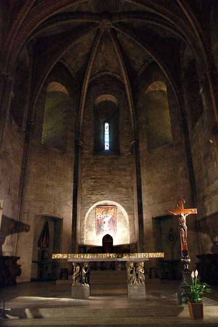 Abbaye st Victor ,Marseille. France Depuis plus de 1 500 ans, Saint-Victor est un des hauts lieux du catholicisme dans le sud de la France, et bien que le monastère ait été démantelé à la Révolution, l'église reste toujours affectée au culte.
