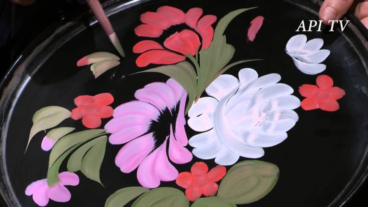 """watch how the 1st layer of flowers are painted in the Zhostovo style, video NOT in english russian folk art """"Жостово"""""""