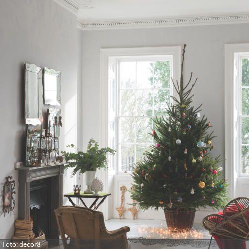 Der Weihnachtsbaum im Wohnzimmer ist geschm�ckt. Jetzt fehlen nur noch Geschenke und die Familie und das Fest kann beginnen.
