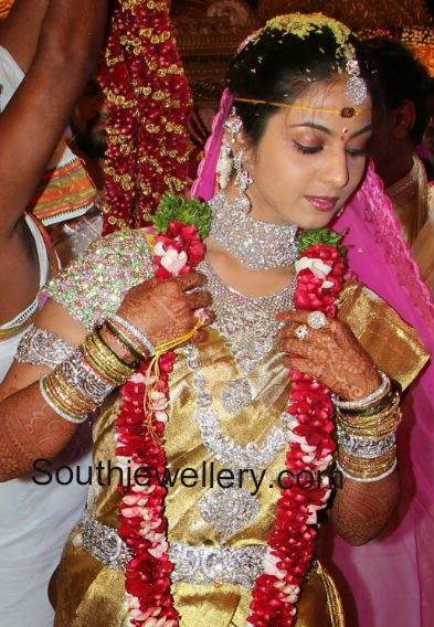 Corrupted politician daughters big fat hyderabadi wedding. Look at da jewels hw much would dat cost!!.