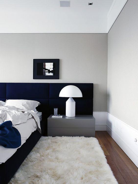 No quarto ouse nos tapetes peludos, eles trazem conforto e aconchego. Além de ser uma delícia ao toque!
