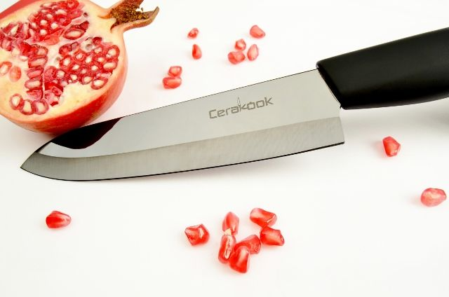 12 Days of Christmas Giveaway Bonanza #5 - Win a Mirror Black Ceramic Knife Set worth £69.95. #win #giveaway