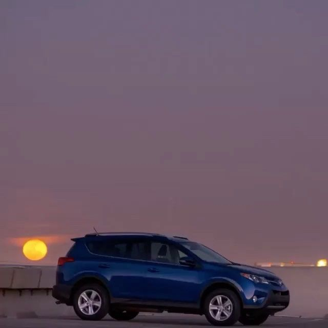 Moonrise at Pacific Beach. Here's to the weekend! #lajollalocals #sandiegoconnection #sdlocals - posted by San Diego Toyota Dealers  https://www.instagram.com/sdtoyotadealers. See more post on La Jolla at http://LaJollaLocals.com