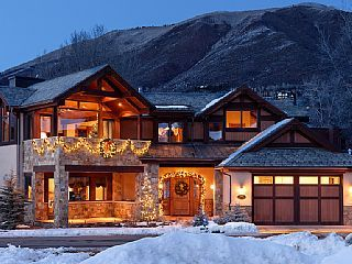 Large home in the centre of Aspen, Colorado. 5 Bedroom, 6 Full;2 Powder Bath, View And Yard. Sleeps 13 from $18,900 p/n #aspen #snow #chalet