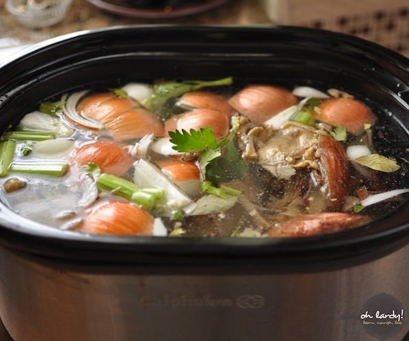 Easy Crockpot Chicken Bone Broth I wanted to try this but the turkeys I was using were too big for my crockpot, so instead I used the recipe but did it on the stove (and only for about 3 hours) and it worked great and tastes great.