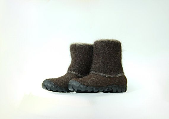 Handmade felt boots dark brown shoes for men by WoolenClogs