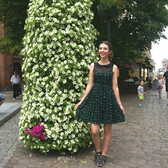 Love this simple #clover dress 😊🍀☘ #Hair #HairStyle #Braid #Ribbon #InstaBraid #InstaHair #Bow #LongHair #BellamiHair #HairInspo #SummerStyle #Extensions  #Poland #Polska #HairTrend #Dangerfield #StyleInspiration #Style #Outfit #Fashion #HairDo #HudaBeauty #Ootd #GirlsTravelDiary  #BellamiGuyTang #PerfectHairPics  #HairsandStyles #FeatureFridayStyle #MisiaTV  @learntostyle @girlstraveldiary  @hairsandstyles @bellamihair @dangerfieldclothing @wittnershoes
