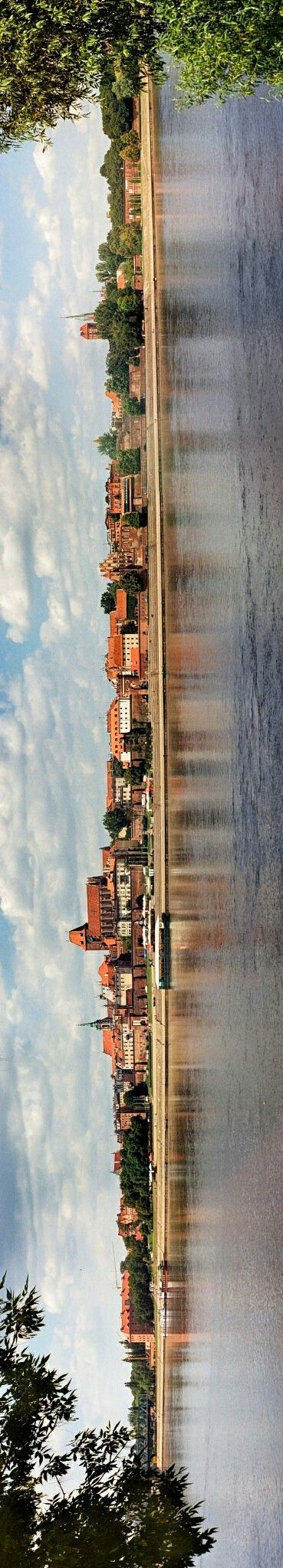 Toruń[ˈtɔruɲ](German:Thorn) is a city in northernPoland, on theVistulaRiver. Its population was 203,148 as of June 2014. Toruń is one of the oldest cities in Poland. The medieval old town of Toruń is the birthplace of Polish astronomerNicolaus Copernicus. In 1997 the medieval part of the city was designated aUNESCOWorld Heritage Site. In 2007 the Old Town in Toruń was added to the list ofSeven Wonders of Poland