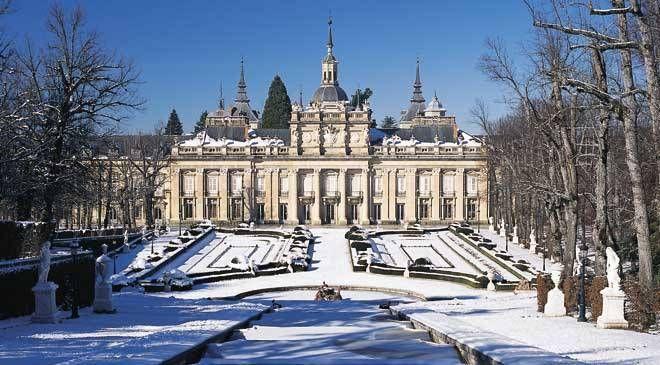 Palace and snow-covered gardens at La Granja de San Ildefonso. San Ildefonso or La Granja, Segovia © Turespaña