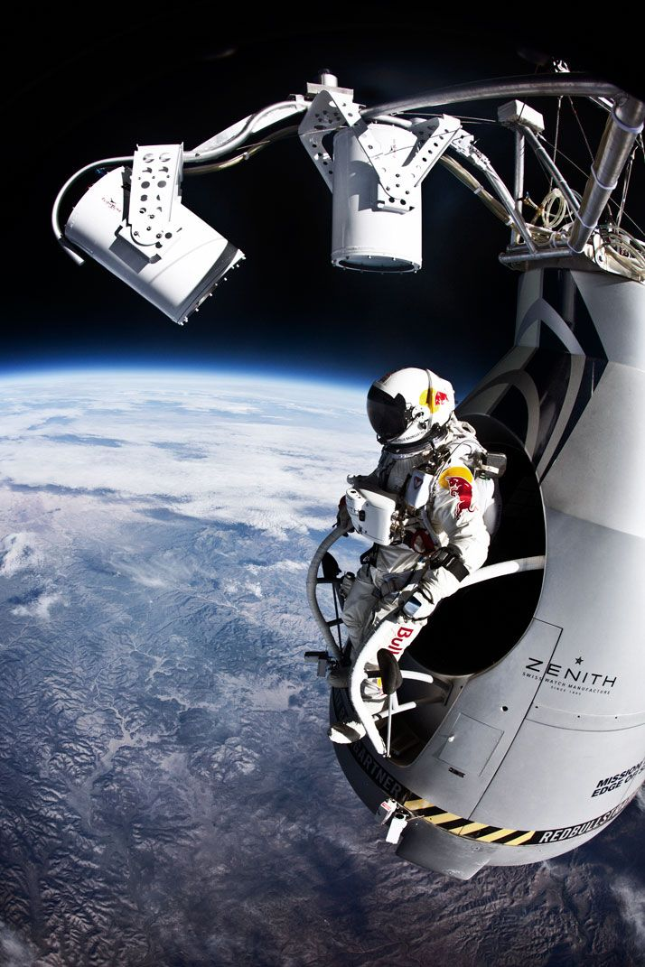The First Human To Break The Speed Of Sound In A Free Fall | http://www.yatzer.com/Felix-Baumgartner-breaks-speed-of-sound-freefall-red-bull-stratos