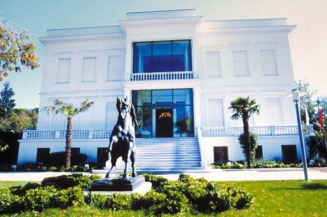 Sakip Sabanci Museum | Exterior view of the historic villa, Atli Kösk, with horse statue in front | Archnet