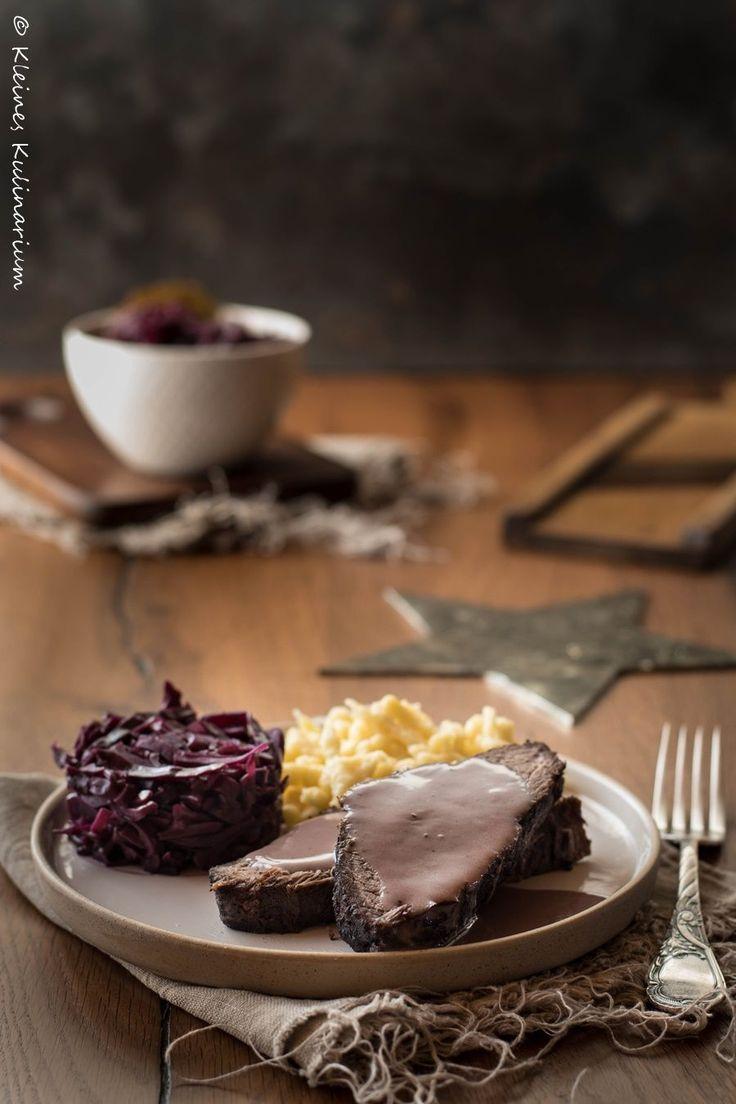 Gestern hieß es noch Rote Beete Rahmsuppe, heute sind wir schon bei der Hauptspeise angelangt. Und die ist genau so, wie sie ein sollte – festlich. Perfekt, für ein Weihnachtsessen mit den Liebsten und so toll vorzubereiten. Den Apfelrotkohl könnt ihr am Vortag schon zubereiten und müsst ihn nur noch erwärmen bevor die Gäste kommenWeiterlesen