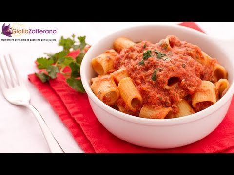 Pasta with tuna sauce - quick Italian recipe.Here is an easy and quick recipe for those short of time or that are not so good at cooking yet...