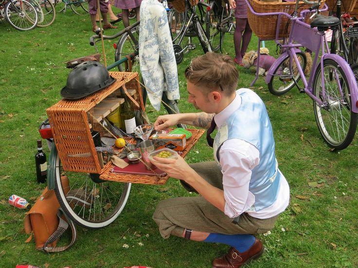 Bicycle Picnic Basket at the Tweed Run | Flickr - Photo Sharing!