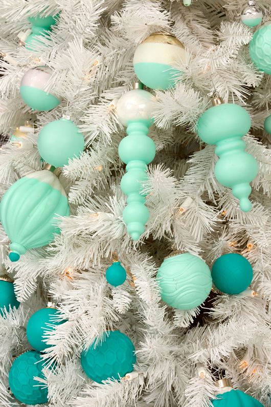 Lowe's Deck The Halls – With Bloggers! -- gorgeous blue ornaments!