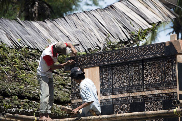 Making A Tongkonan House, Toraja - South Sulawesi