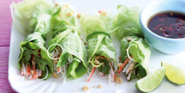 Vietnamese slarolletjes met surimi, mihoen en sojadip