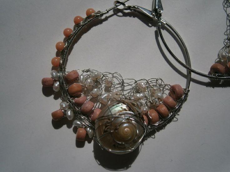 Creole mit Muschel, Koralle und Keshi perlen, rosa von kunstpause auf DaWanda.com