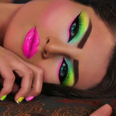 Looks, trucos de Belleza y los mejores productos analizados. Solicita GRATIS tu catálogo