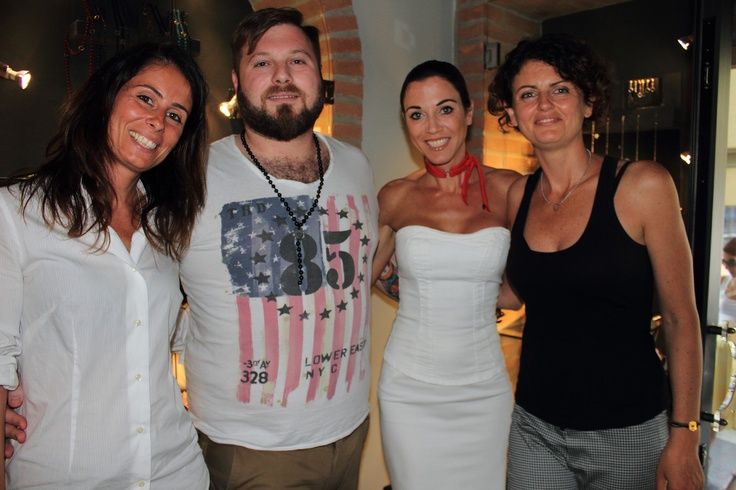 DEXTER Milano with ours friends @ChefMatteoTorretta and @FedericaTorti. Thank you! - DEXTER Milano con il nostro amico @ChefMatteoTorretta e @FedericaTorti. Grazie!