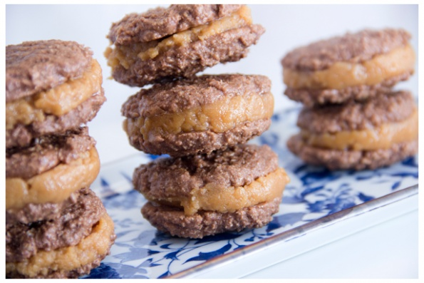Treat Yo Self: Skinny Chocolate Oatmeal and Peanut Butter Cookie Sandwiches #recipes