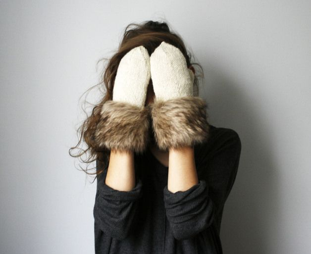 Süße Winterhandschuhe mit unechten Fell-Applikationen / cute mittens with faux fur by Elina-AIY via DaWanda.com