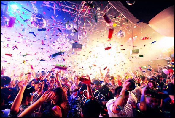 Singapore Nightclubs - Merasakan kehidupan malam di negara Singapura. Patut dicoba! Tetapi tetap harus jaga diri. #SGTravelBuddy