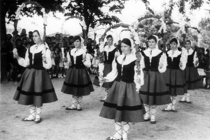 coros y danzas seccion femenina