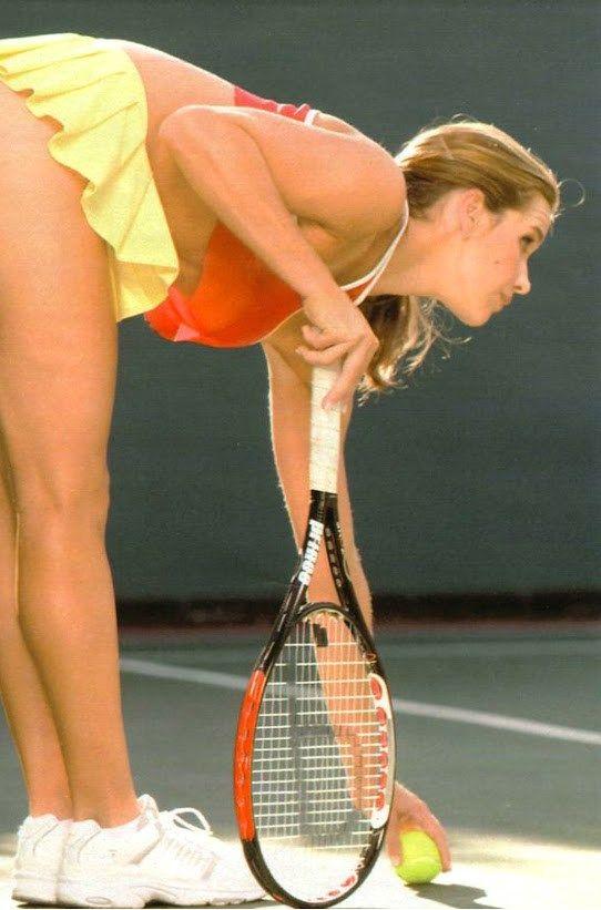 Female tennis players wardrobe malfunction