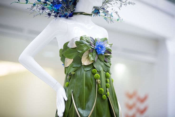 Created by Pretty Things Florist for the Narrative Crush Pad Mannequin.