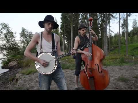 NOTHING ELSE MATTERS by STEVE´N´SEAGULLS (LIVE) {combines two of my favorite things - bluegrass and Metallica!}