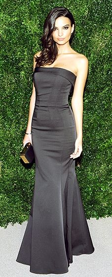Emily Ratajkowski looked lovely in a slate dress with a slight mermaid tail by Zac Posen.