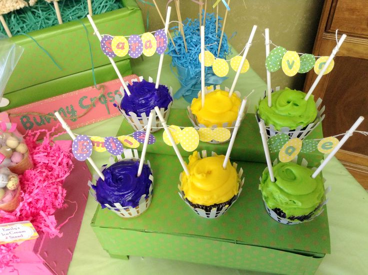 Easter cupcakes with banners