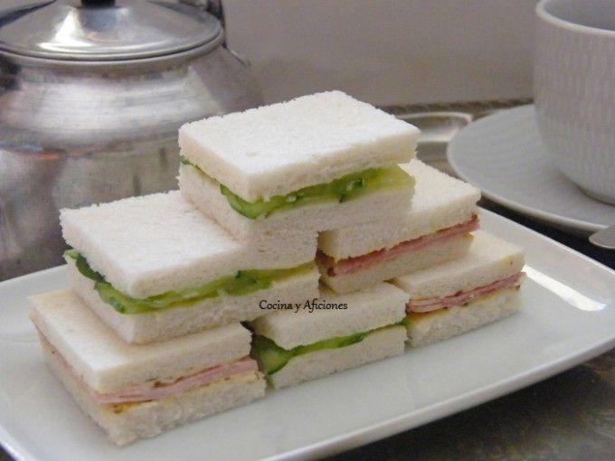 """Sándwiches para el """"Afternoon tea"""": los clásicos de pepino y jamón, receta paso a paso sándwiches para """"Afternoon tea"""", el tradicional té de la tarde inglés."""
