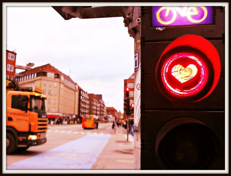 Love stricken bicycle traffic signal (Christmas Møllers Plads)