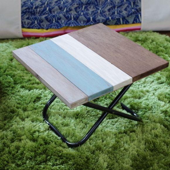 Daisoのレジャー椅子を使って折りたたみテーブルをdiy 天板は端材を組み合わせて スクラップウッド風にペイント 脚を配管バンドで固定して出来上がり 椅子 折り畳み椅子 テーブル