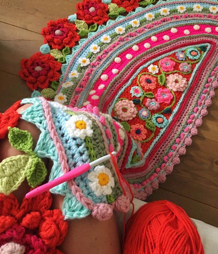 947 vind-ik-leuks, 16 reacties - Adinda Zoutman (@adindasworld) op Instagram: 'Fijne (haak) dag!  #crochetday #crochetdream #crochetshawl #adindasworld #gehaakteomslagdoek…'