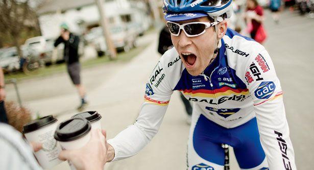É um hábito muito comum entre os ciclistas (e atletas no geral) consumirem café. Mas, e se agora a cafeína entrar para a lista de substâncias proibidas no esporte?  Há rumores que isso acontecerá esse ano.   #anti doping #bike #ciclismo #ciclismo de estrada #mountain bike #mountainbike #MTB #speed