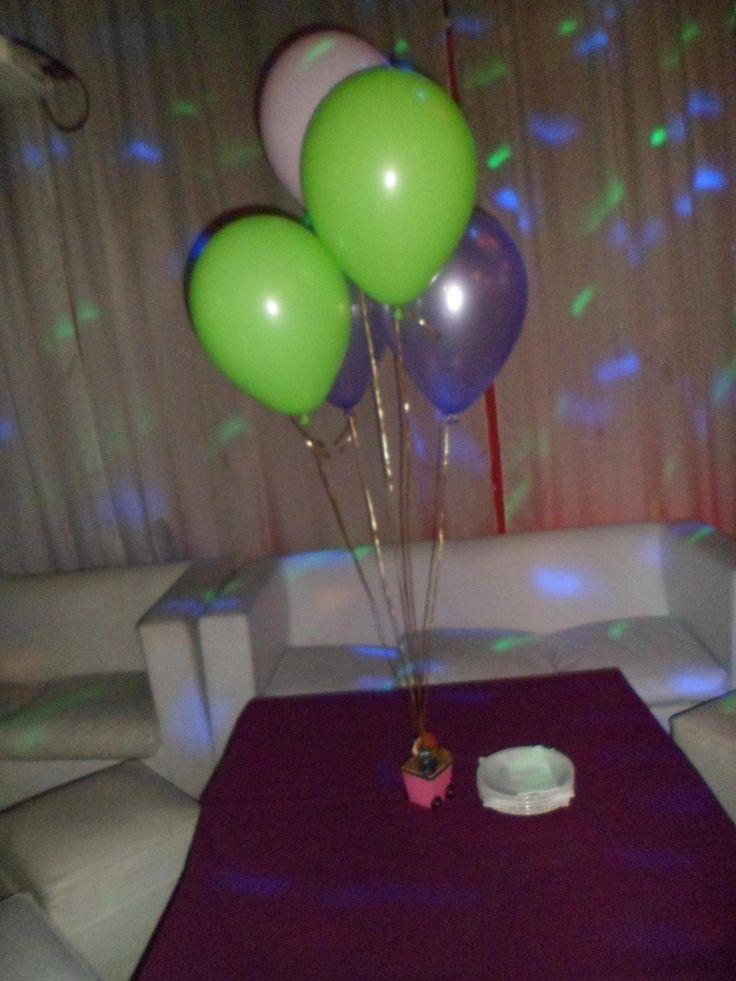 Centro de mesa con globos con helio ballons addict - Llenar globos con helio ...