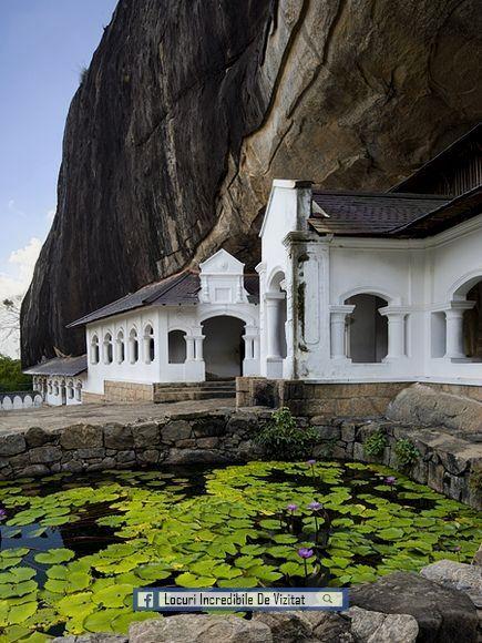 Mănăstirea de peșteri din Dambulla, un sit al Patrimoniului Mondial, are cinci sanctuare și este cel mai mare, cel mai bine conservat complex de peșteri din Sri Lanka.