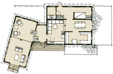 Plan: Planløsningen viser den gamle delen til høyre, og det nye mellombygget og tilbygget til venstre. Ideen var å søke utsikten, slik at den kunne nytes fra innsiden av hytta.