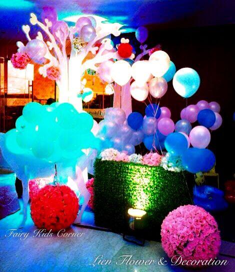 """Grand Wedding Decoration by """"Lien Flower & Decoration"""" with elegant and sophisticated floral design and event decor. Our goal is to create unique experience and nothing is off-limits! _______________ Dekorasi #Perkawinan yang Mewah dengan desain bunga dan dekorasi pernikahan yang luar biasa. Tujuan kami adalah untuk menciptakan pengalaman yang unik dan tidak terbatas! www.liengallery.com  #surabaya_florist #LienFlowerDecoration #tokobunga #tokobunga_surabaya #delivery_florist_indonesia…"""