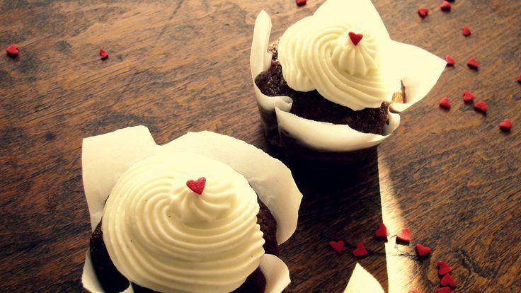 #cupcake #banana #happyVDay C A K E M Y D A Y